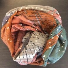 Tørklæde i rust brun / grøn m/ sølv prikker - Birksøe