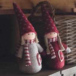 Nissepige - Ib Laursen - grå eller rød